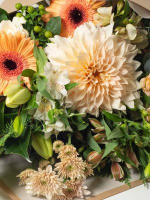 expressions-cambridge-hamilton-florist-long-stem-bouquet-local-apricot-orange-flower