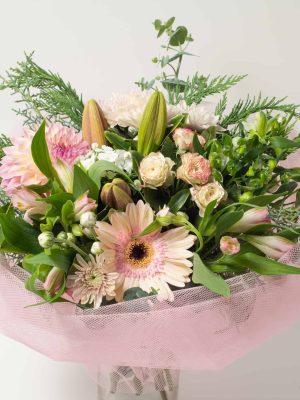 expressions-local-cambridge-hamilton-florist-delivery-pastel-pink-posy-flower-bouquet
