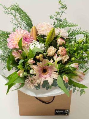 lg-expressions-local-cambridge-hamilton-florist-delivery-vintage-pink-flower-box-bouquet