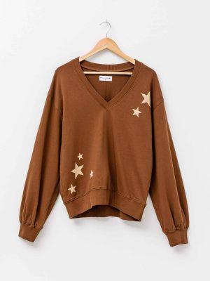 stella-gemma-SGTS3132-Thea-V-Neck-Sweater-carob-stars-expressions