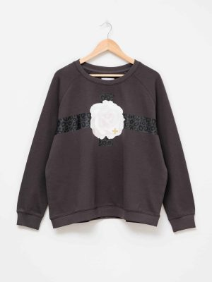 stella-gemma-SGTS3151-clothing-aged-black-fierce-floral-sweater-expressions